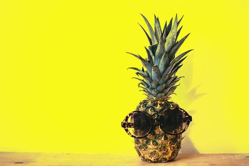 Gul-vägg-och-ananas