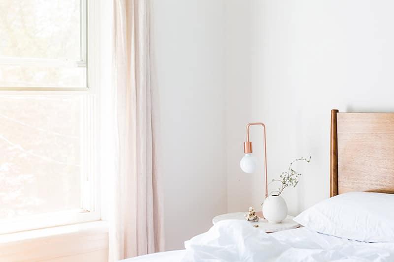 Vitt-rosa-sovrum